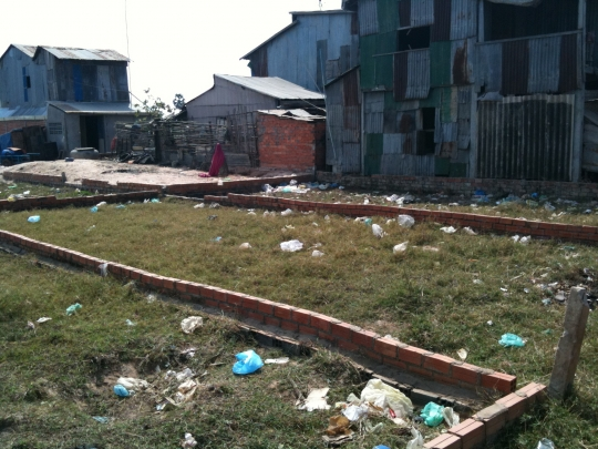 Empty plots in Trapieng Krasang. Many of the evicted families sold the plots for very cheap price and headed back to the city slums due to the lack of job opportunity. Sold plots have become the subject of speculation, which will make the rich richer.